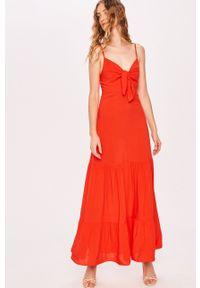 Czerwona sukienka Answear Lab prosta, na co dzień, na ramiączkach