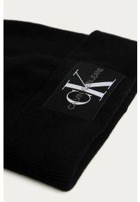 Czarna czapka Calvin Klein Jeans z aplikacjami