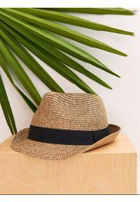Beżowy kapelusz TOP SECRET na lato, elegancki