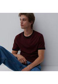 Reserved - T-shirt basic - Bordowy. Kolor: czerwony