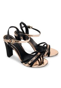 Czarne sandały na słupku SIXTH SENS ze sprzączką, w kolorowe wzory