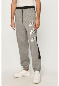 Szare spodnie dresowe Jordan z aplikacjami