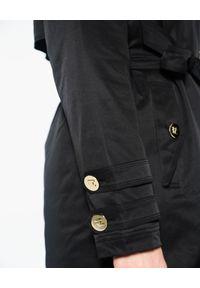 CRISTINAEFFE - Czarna, długa kurtka z kapturem. Typ kołnierza: kaptur. Kolor: czarny. Materiał: puch. Długość: długie. Wzór: aplikacja. Sezon: zima. Styl: klasyczny