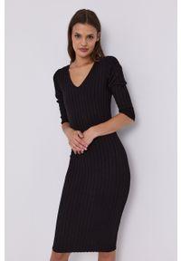 Guess - Sukienka. Kolor: czarny. Materiał: dzianina. Wzór: gładki. Typ sukienki: dopasowane