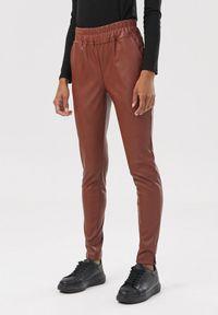 Czerwone spodnie Born2be