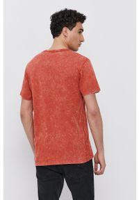 Guess - T-shirt bawełniany. Okazja: na co dzień. Kolor: pomarańczowy. Materiał: bawełna. Wzór: aplikacja. Styl: casual