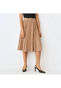 Mohito - Plisowana spódnica z paskiem - Kremowy. Kolor: kremowy