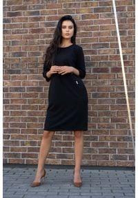 Merribel - Czarna Prosta Dzianinowa Sukienka z Rękawem 3/4. Kolor: czarny. Materiał: dzianina. Typ sukienki: proste