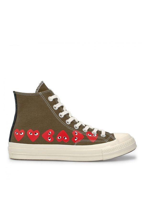 COMME DES GARCONS PLAY - Długie trampki khaki z sercami. Wysokość cholewki: przed kolano. Kolor: zielony. Materiał: dresówka, guma, bawełna, materiał. Szerokość cholewki: normalna. Styl: klasyczny