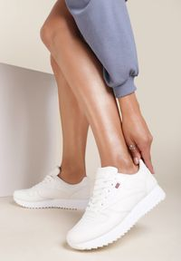 Renee - Białe Sneakersy Cheneda. Kolor: biały