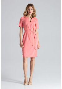 e-margeritka - Sukienka ołówkowa do biura koral - m. Okazja: do pracy, na spotkanie biznesowe. Materiał: poliester, materiał, elastan. Typ sukienki: ołówkowe. Styl: biznesowy. Długość: midi
