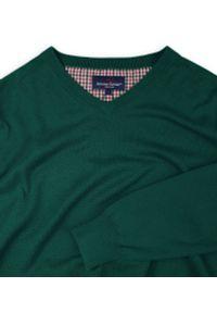 Zielony sweter Adriano Guinari z dekoltem w serek, klasyczny, do pracy