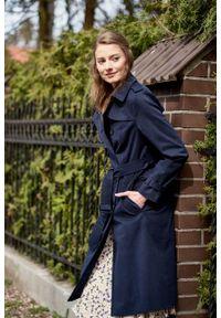 Marie Zélie - Trencz Adria bawełna z elastanem granatowy. Kolor: niebieski. Materiał: bawełna, elastan. Sezon: lato. Styl: klasyczny #7