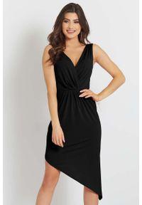 IVON - Czarna Asymetryczna Sukienka z Dekoltem V na Szerokich Ramiączkach. Kolor: czarny. Materiał: poliester. Długość rękawa: na ramiączkach. Typ sukienki: asymetryczne