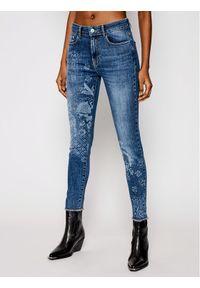 Niebieskie jeansy slim Desigual z nadrukiem
