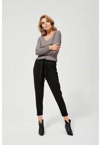 MOODO - Spodnie dresowe typu cygaretki. Materiał: dresówka. Wzór: gładki