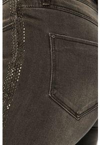 Szare jeansy Morgan w kolorowe wzory