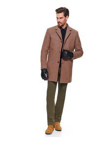 TOP SECRET - Spodnie typu chino slim fit. Kolor: brązowy. Materiał: materiał. Sezon: wiosna