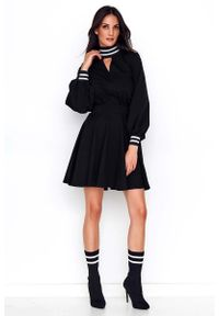 Makadamia - Czarna Rozkloszowana Sukienka z Czarno-Srebrnymi Ściągaczami. Kolor: srebrny, czarny, wielokolorowy. Materiał: elastan, bawełna, poliester