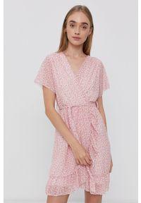 Haily's - Sukienka. Okazja: na co dzień. Kolor: różowy. Długość rękawa: krótki rękaw. Typ sukienki: proste. Styl: casual