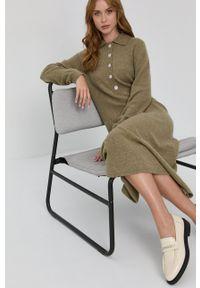 Samsoe & Samsoe - Samsoe Samsoe - Sukienka. Kolor: zielony. Materiał: dzianina, materiał, wełna. Długość rękawa: długi rękaw. Typ sukienki: rozkloszowane