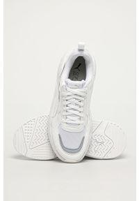 Białe sneakersy Puma z okrągłym noskiem, z cholewką, na sznurówki