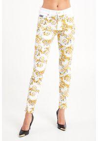 Versace Jeans Couture - JEANSY SLIM FIT VERSACE JEANS COUTURE. Stan: podwyższony. Wzór: aplikacja. Styl: klasyczny