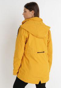 Born2be - Żółta Kurtka Kalaea. Kolor: żółty. Materiał: tkanina