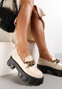 Renee - Beżowe Mokasyny Helusa. Wysokość cholewki: przed kostkę. Nosek buta: okrągły. Zapięcie: bez zapięcia. Kolor: beżowy. Wzór: gładki. Obcas: na platformie