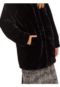 TOP SECRET - Płaszcz ze sztucznego futra. Kolor: czarny. Materiał: futro. Długość: długie. Sezon: zima. Styl: elegancki