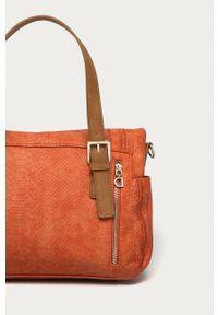 Desigual - Torebka. Kolor: pomarańczowy. Wzór: haft. Dodatki: z haftem. Rodzaj torebki: na ramię