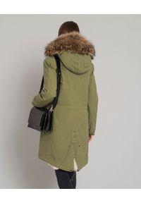 Mr & Mrs Italy - MR & MRS ITALY - Parka z futrem naturalnym. Okazja: na co dzień. Kolekcja: plus size. Kolor: zielony. Długość: długie. Wzór: aplikacja. Materiał: futro. Długość rękawa: długi rękaw. Sezon: lato. Styl: casual