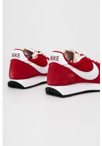Czerwone sneakersy Nike na sznurówki, z cholewką, z okrągłym noskiem