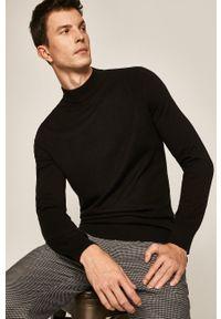 Czarny sweter medicine