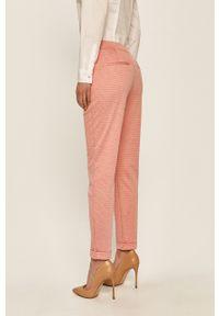 Czerwone spodnie materiałowe Vero Moda z podwyższonym stanem
