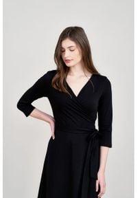 Marie Zélie - Sukienka Aida czarna bawełna. Typ kołnierza: dekolt kopertowy. Kolor: czarny. Materiał: bawełna. Typ sukienki: proste, kopertowe