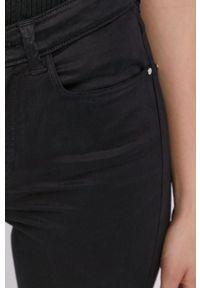 Guess - Spodnie. Stan: podwyższony. Kolor: czarny