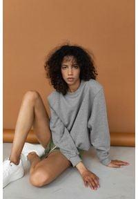 Marsala - Bluza damska z poduszkami na ramionach w kolorze MEDIUM GREY MELANGE- AMBIENT BY MARSALA. Materiał: dresówka, bawełna, dzianina, materiał, elastan