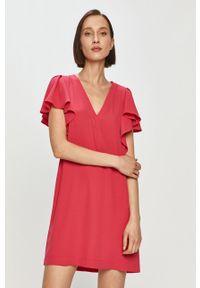 Różowa sukienka Silvian Heach na co dzień, gładkie, klasyczna