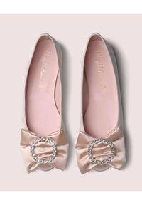 PRETTY BALLERINAS - Satynowe baleriny z kokardą Marilyn. Nosek buta: okrągły. Kolor: fioletowy, różowy, wielokolorowy. Materiał: satyna. Styl: wizytowy