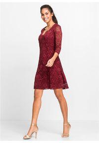 Czerwona sukienka bonprix na imprezę, w koronkowe wzory