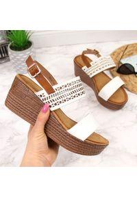 Białe sandały S.Barski w ażurowe wzory