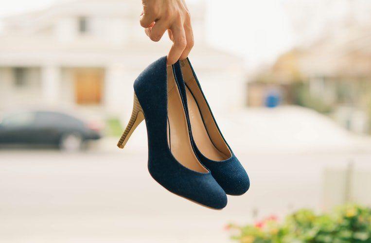 buty zamszowe czółenka