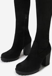 Born2be - Czarne Kozaki Thelastis. Nosek buta: okrągły. Zapięcie: zamek. Kolor: czarny. Szerokość cholewki: normalna. Wysokość cholewki: przed kolano. Materiał: dzianina. Sezon: jesień. Obcas: na obcasie. Styl: klasyczny. Wysokość obcasa: średni