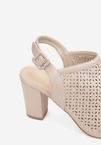 Renee - Beżowe Sandały Paphypso. Nosek buta: okrągły. Zapięcie: pasek. Kolor: beżowy. Wzór: ażurowy, aplikacja. Sezon: lato. Obcas: na słupku