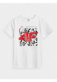 4f - T-shirt z nadrukiem chłopięcy. Kolor: biały. Materiał: bawełna, dzianina. Wzór: nadruk
