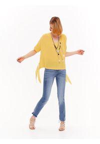 Żółta bluzka TOP SECRET z krótkim rękawem, na lato, z dekoltem w serek, krótka