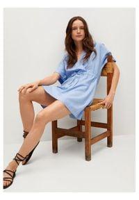 mango - Mango Sukienka codzienna Savana 87067878 Niebieski Regular Fit. Okazja: na co dzień. Kolor: niebieski. Typ sukienki: proste. Styl: casual