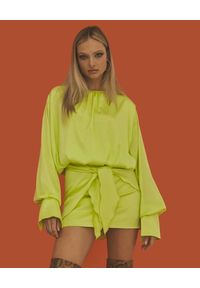 LOVE & ROSE - Limonkowa mini sukienka Maya. Kolor: zielony. Materiał: tkanina, satyna. Długość rękawa: długi rękaw. Wzór: motyw zwierzęcy. Styl: elegancki. Długość: mini