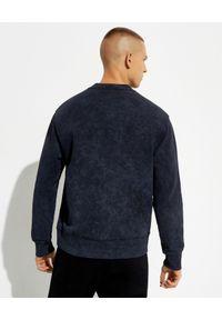 Versace Jeans Couture - VERSACE JEANS COUTURE - Granatowa bluza bez kaptura z logo. Typ kołnierza: bez kaptura. Kolor: czarny. Materiał: materiał. Długość rękawa: długi rękaw. Długość: długie #2